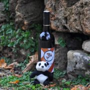Бутилка Каменки и ключодържател панда с 20% отстъпка от двата продукта
